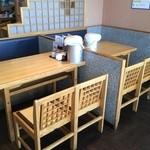 ひさ家 - テーブル席