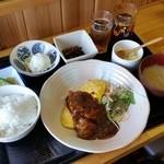ライクオニオン定食山口 - 料理写真:おススメボードにあった「煮込みチキン オムレツ添 (700円)」