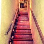 La sana - お店へ続く階段。
