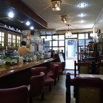 ロード - 2010/2月:開店直後の朝の店内