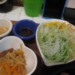 定食屋ケンケン - 野菜には、ドレッシングバーでお好みの味に・・・