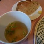 37094298 - スープとパン アップ!