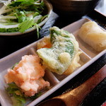 37099958 - 天ぷらとロールキャベツ(宇治茶そばランチセット)