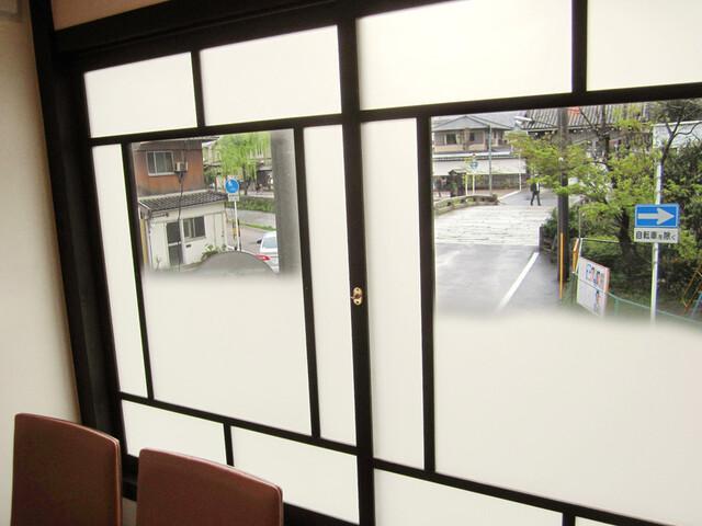 吉祥菓寮 祇園本店 - 2階から古門前橋の光景。ここから三条通りまでの白川沿いはおすすめ