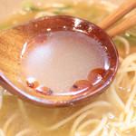 らぁ麺や 汐そば雫 - 香り辣油を入れた汐そばのスープ  '15 2月中旬