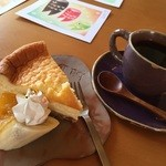 cafe de LaLa - 手作りのチーズケーキと素敵な手作りのカップでいただくコーヒー、美味しかったです