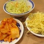大阪ふくちぁんラーメン - 2015/3キムチバーからキムチ、サラダ、麺サラダ