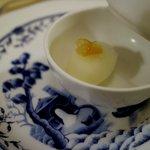 クイーン・アリス - 魚と肉の間の口直し:柚子のシャーベット