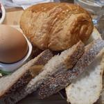 ル パン コティディアン - ゆで卵とパン
