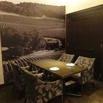 ケンゾーエステイトワイナリー - 落ち着いたコーナー・テーブル