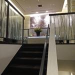 ケンゾーエステイトワイナリー - 階段で2F へ上がります