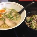 麺や拓 エビス店 - <鶏×魚>Wラーメン(730円)ビンゴ特典味玉トッピング+しょうが飯(300円)