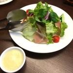 モカロ - 生ハムのサラダ(580円)