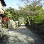 37114148 - 「仁王門」を通り石畳みの参道