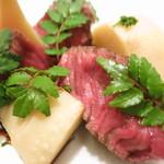 37114665 - ヴィアンド 但馬産経産牛のステーキ 赤ワインソース 法音寺産筍