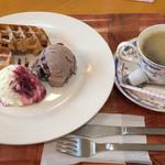 アイスクリーム工房 BOSS&MOM - ワッフルセット。ゆったりお茶できました