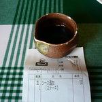 炭焼きレストランさわやか - 杯大の器にちょっと入ったソース。少ないのでもう一杯ほしいといったら50円取られた。