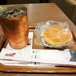 37121019 - 当日のオススメのコーヒーMサイズ(\450)ともっちりパンケーキ(\190)