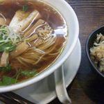 らーめん 鉢ノ葦葉 - 醤油ラーメン(大盛り)に味ごはん(中)