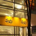 セラフィーナ ニューヨーク - 外観:目印はこの看板