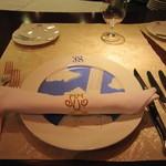 37126172 - お洒落な設え:ブルーが鮮やかな位置皿