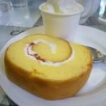 赤煉瓦カフェ ジャズ - 海軍ロールケーキ
