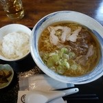 蕎麦屋やまぐち - 肉中華(温)大盛とライス