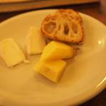37130048 - おつまみチーズ500円。