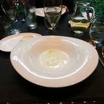 daininguryuu - 白アスパラのスープ、器が面白い