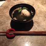 桜坂 ONO - 【椀 物】 桜海老真丈と新玉葱清まし椀 柚子の花 ぶぶ霰