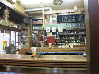 山マタギと海番屋 - 骨董品屋の様な店内