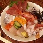 活魚村 海彦 - 「ぜいたく海鮮丼」です。
