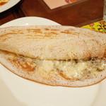 ガネーシュ - ちりめんじゃこ・山椒・チーズのドーサ(850円)