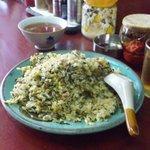玉蘭 - 高菜チャーハン。高菜の風味でチャーハンの美味しさもアップ。