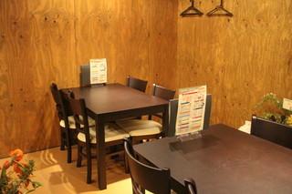 カンス - 1F テーブル