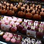 ニコラハウス - シュークリームは、毎日焼きたてを販売しています。