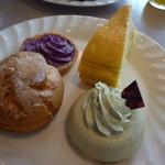 サンモリッツ - シュークリーム、紫芋のタルト、ミルクレープ、抹茶のムース