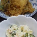 37147518 - 天ぷらとポテトサラダ