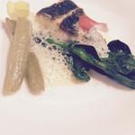ジュー ドゥ マルシェ - 胡椒鯛のポアレふきと菜の花の春野菜を添えて サフランと浅利の泡のソースで
