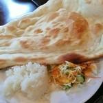 Supaisukicchinsuri - ナンと少しの白飯・サラダ