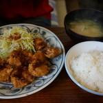 とん通 - 料理写真:【とん通定食@700円】 このボリュームでこの値段は嬉しい♪