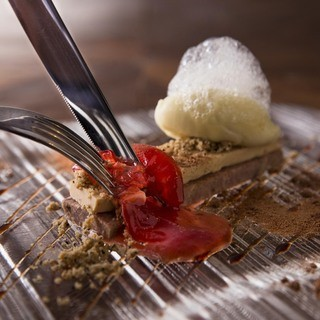有名レストラン出身のシェフが奏でる、五感で味わう魅惑の一皿々