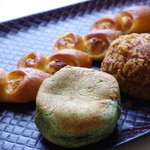 マリーフランス - 料理写真:よもぎあんパン、カレーパン、ベーコンエピ