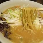 37156219 - 味噌ラーメンは、「中縮麺」を使用