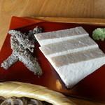 拾遍舎 - 固豆腐の刺身
