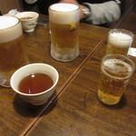 37159051 - ランチなので先にお茶が出て・・ビール追加です・笑