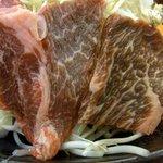 陶板焼 一宮 - お肉の部分です。意外と大きくて沢山入っていましたよ。