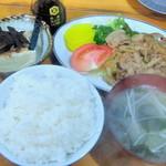 八方 - 日替わり定食(肉野菜炒め)