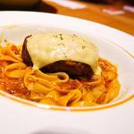 プルメリアカフェ - チーズハンバーグボロネーゼパスタ