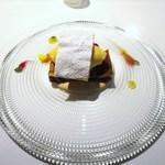 ゴーシェ - 洋梨の赤ワイン煮込みのクラフティ  ラベンダーのジェラート、煮汁のアングレーズソース